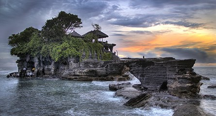 Batubolong Tanah Lot Temple